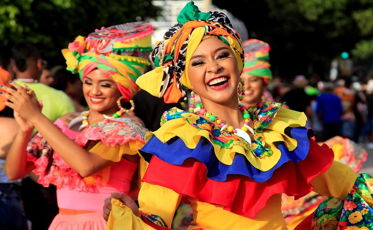 bailarina en las Fiestas de la Independencia de Cartagena 2019