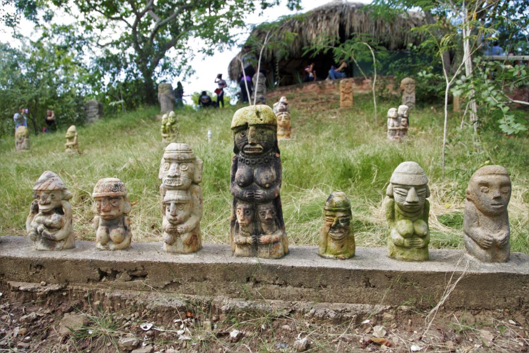 Figuras ceremoniales indígenas en el Museo Precolombino de Cartagena