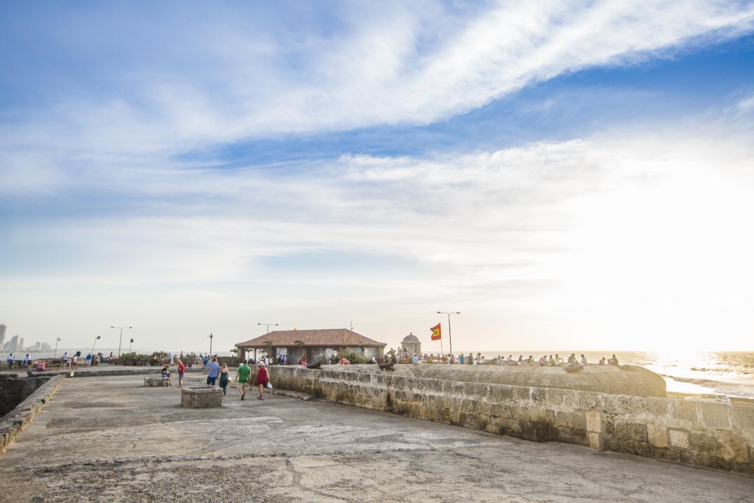 Murallas de Cartagena de Indias. Segmento con brocales expuestos