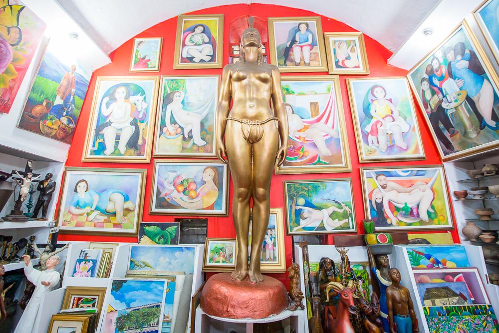 Artesanías en el Local 8. Las Bóvedas, Cartagena de Indias.