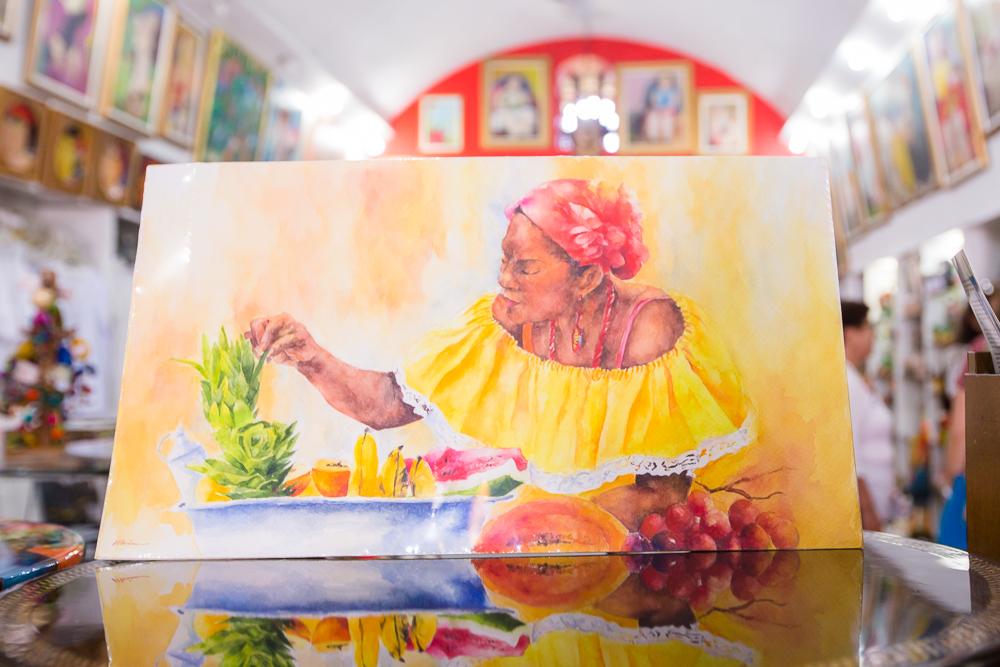 Pintura en acuarela en almacén de artesanías en Las Bóvedas en Cartagena de Indias