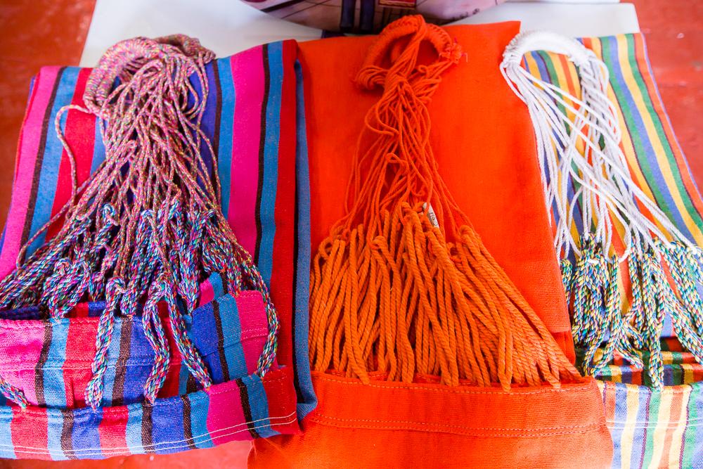 Hamacas en almacén de artesanías en Las Bóvedas en Cartagena de Indias
