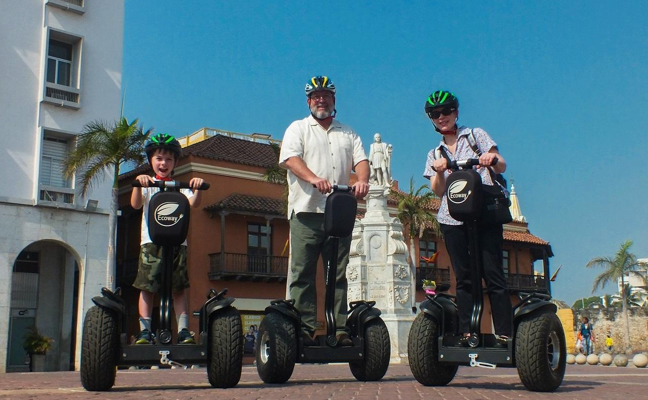 familia en segways de Ecoway Tours Cartagena