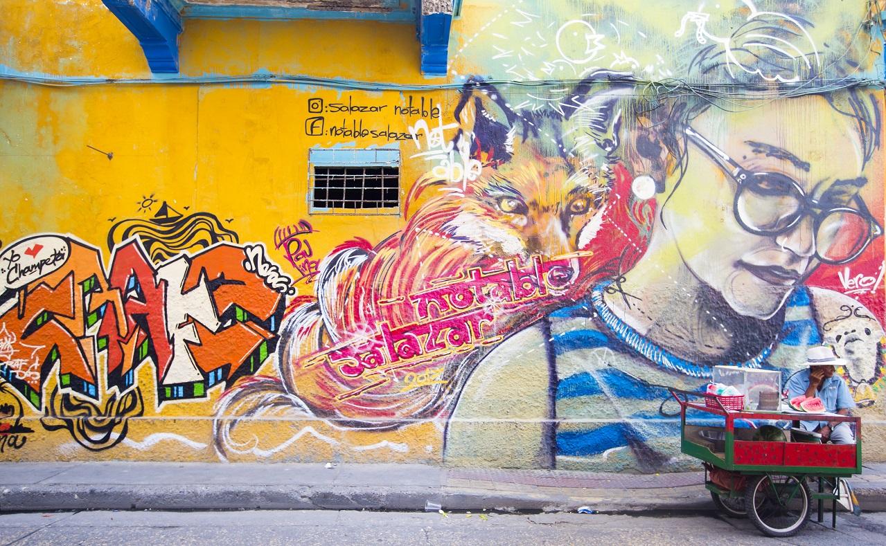 Pared-con-grafiti-artístico-en-el-Centro-Histórico-de-Cartagena