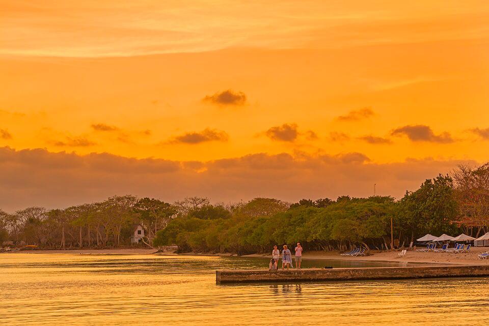 Vista-del-atardecer-en-playa-de-Barú-Cartagena