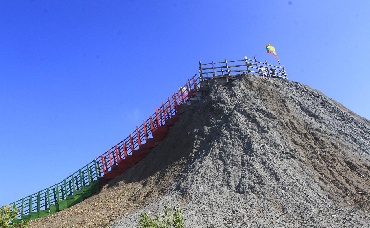 imagenes del Volcán del Totumo en Galerazamba cerca de Cartagena