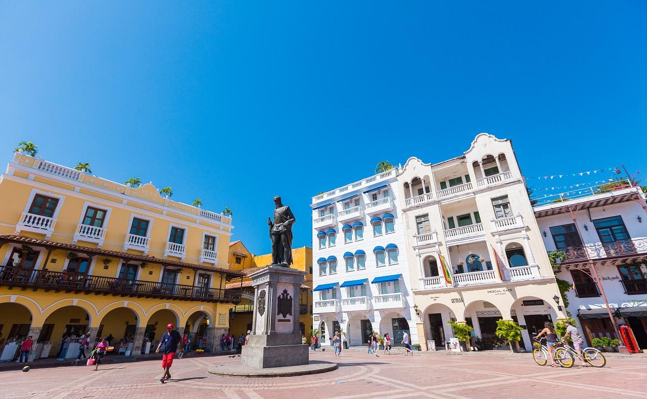 Escultura de Pedro de Heredia en la Plaza de los Coches de Cartagena de Indias imagen para ilustrar su cumpleaños