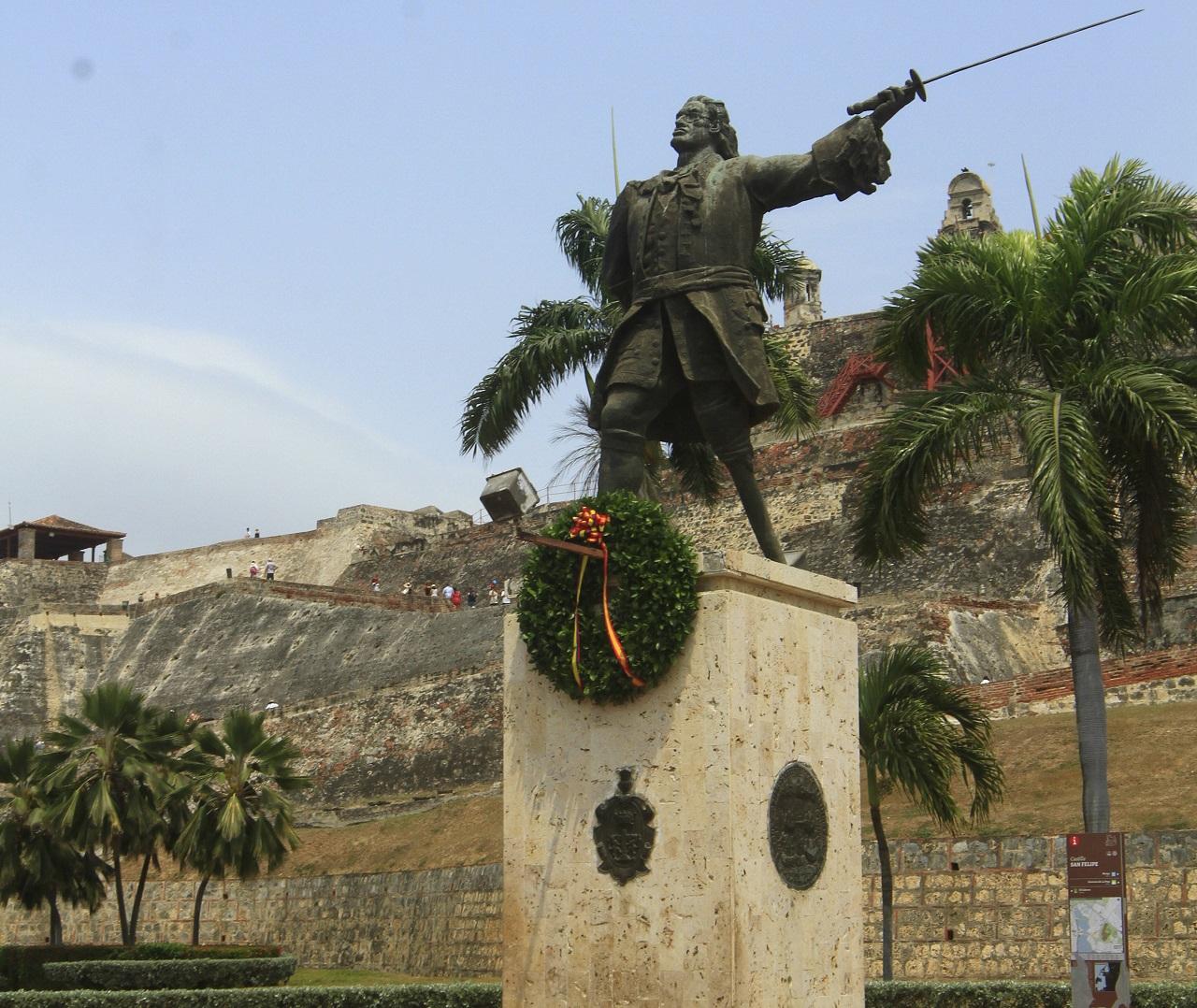 Monumento a Blas de Lezo junto al Castillo de San Felipe en Cartagena