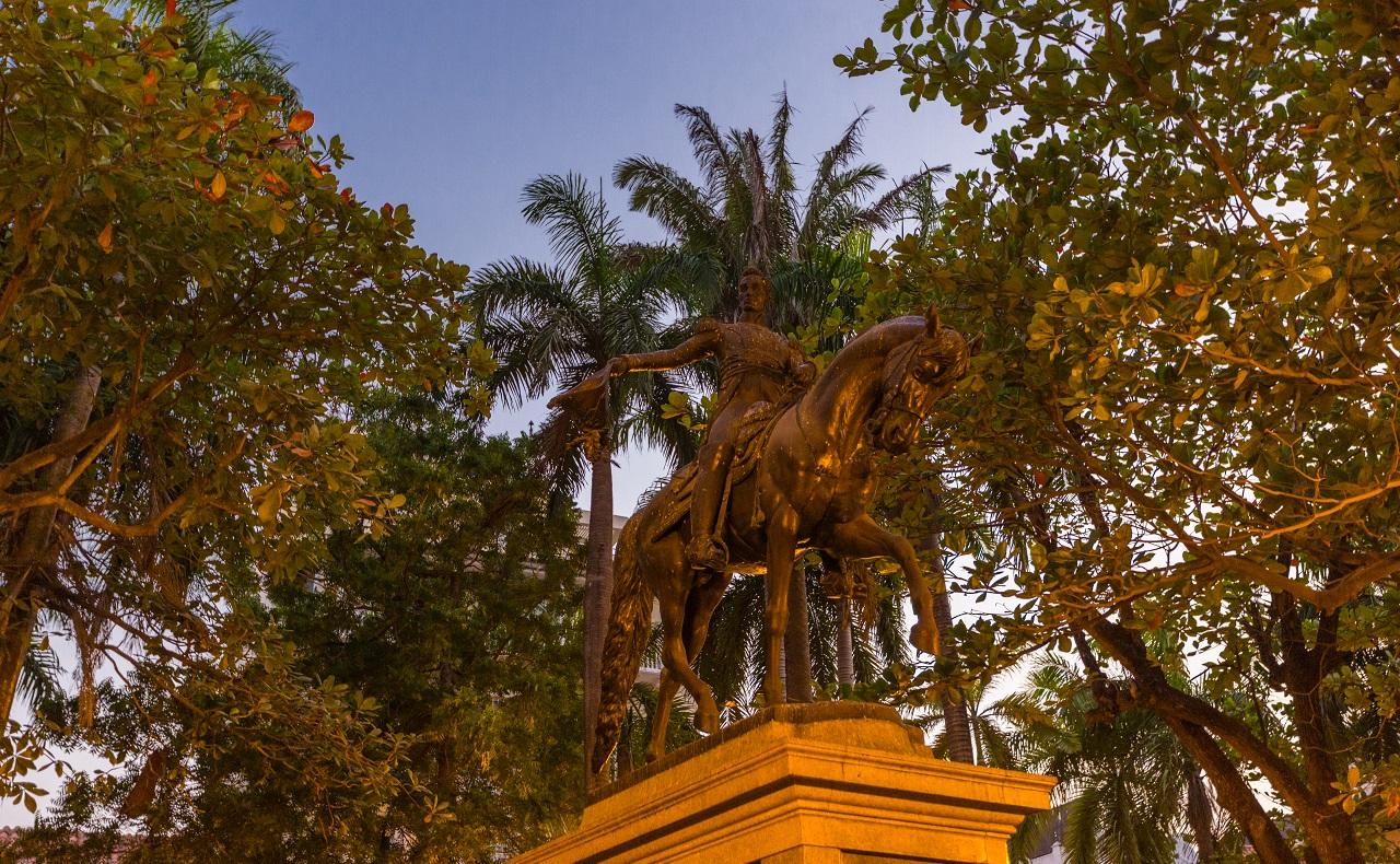 Monumento a Simón Bolívar en la Plaza Bolívar de Cartagena