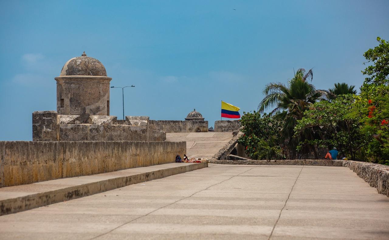 Plataforma de las murallas en Cartagena de Indias imagen para ilustrar cumpleaños 486