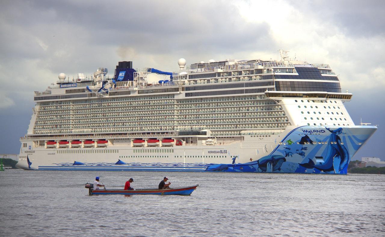 Crucero en puerto de Cartagena, imagen para ilustrar nota sobre turismo náutico
