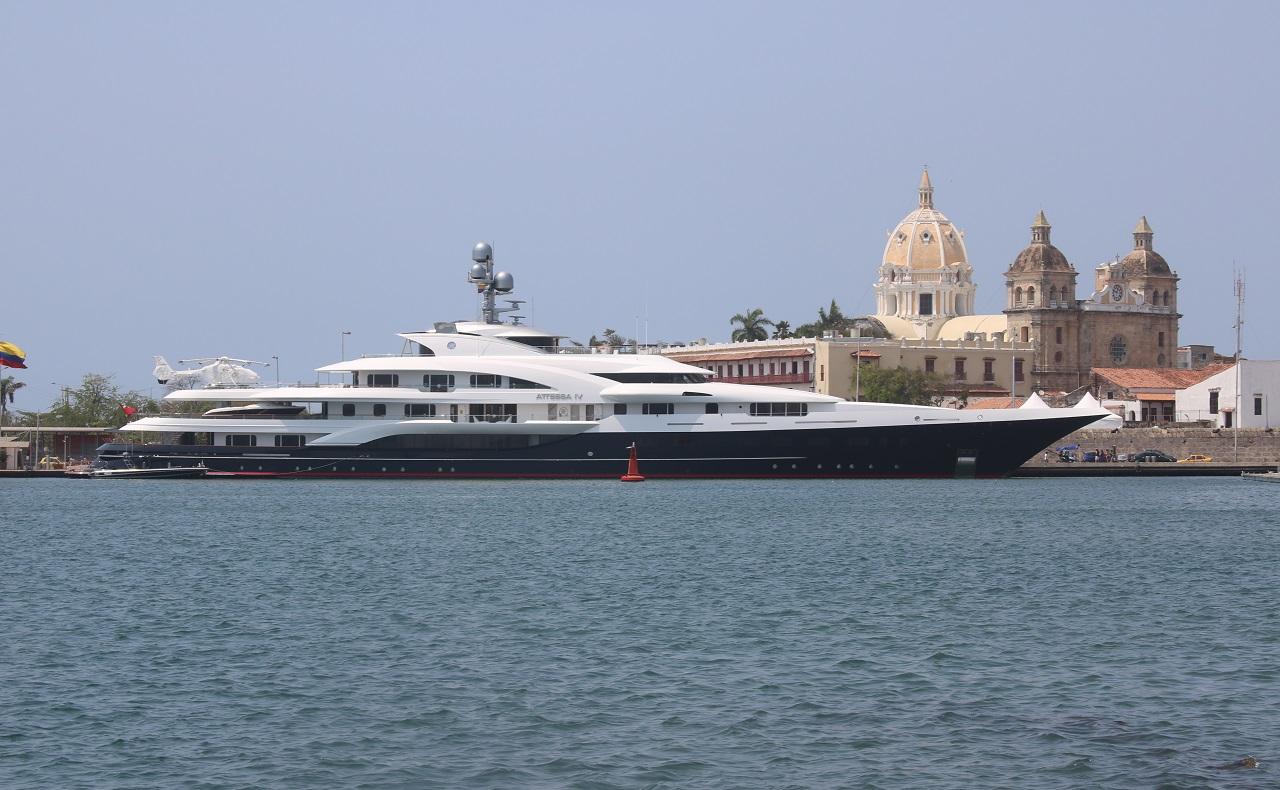 Yate de lujo en Bahía de Cartagena, imagen para ilustrar nota de turismo náutico