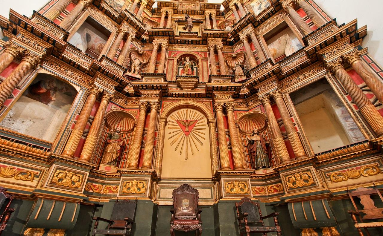 Altar de la Catedral Santa Catalina de Alejandría, imagen para ilustrar nota sobre los horarios de las iglesias en Cartagena de Indias