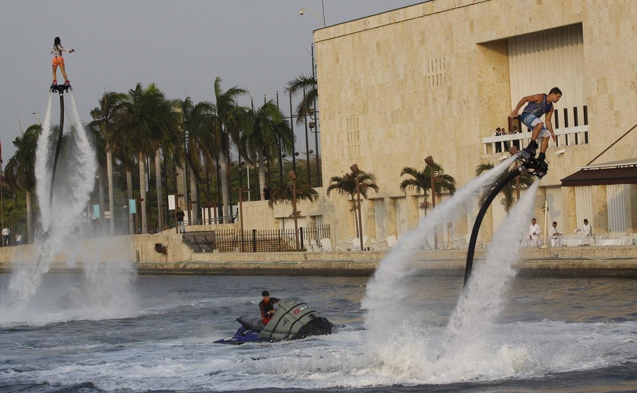 Exhibición de flyboard en la Bahía de Cartagena, imagen para ilustrar nota de deportes acuáticos