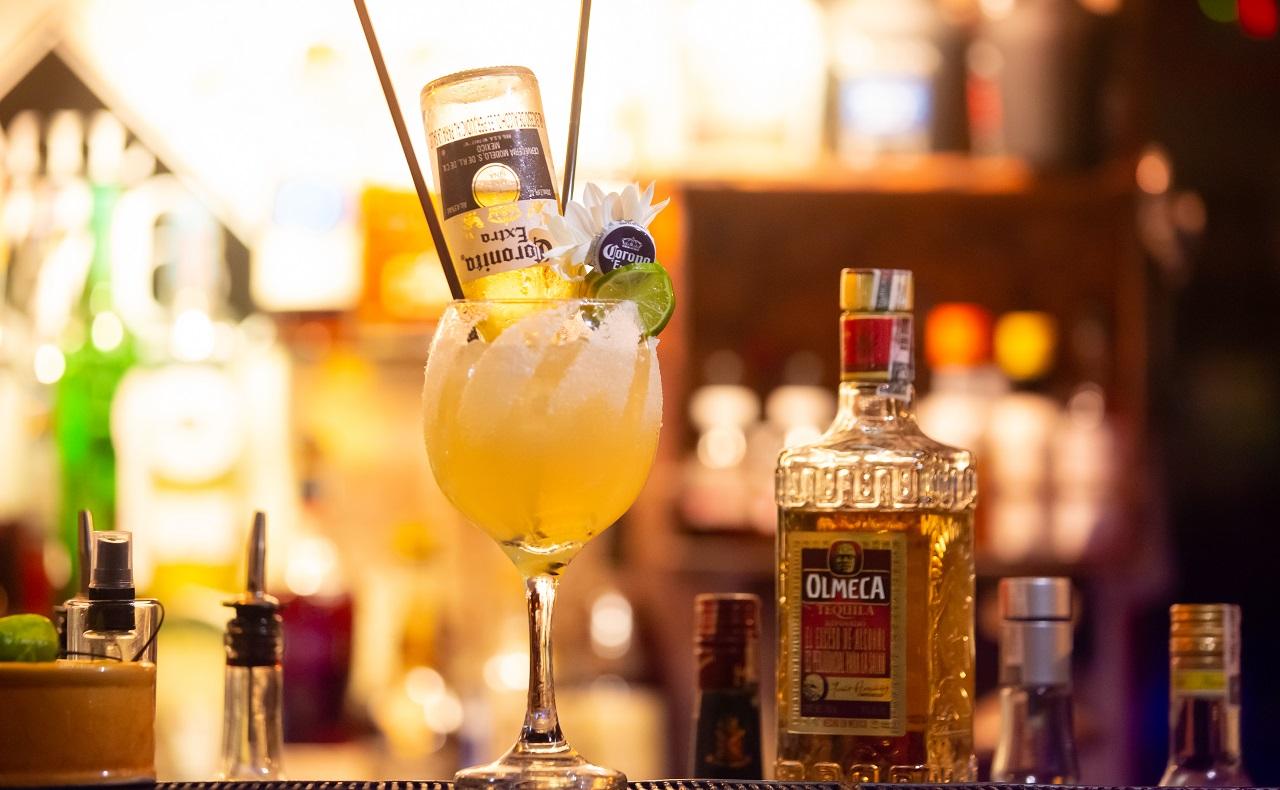 Margarita Corona en Mirador Gastro Bar, imagen para ilustrar nota de rumba y cócteles en Cartagena