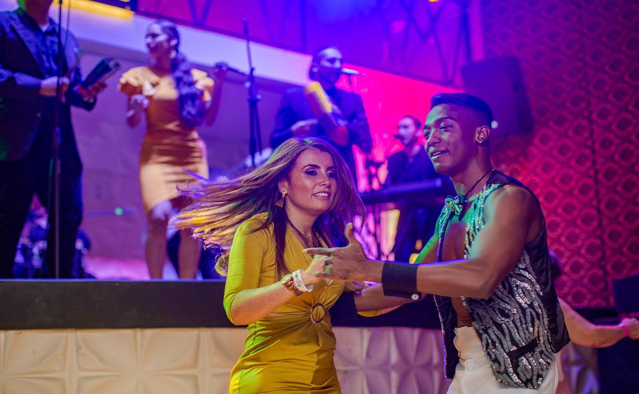 Pareja bailando en 1968 Salsa Show, imagen para ilustrar nota de rumba en Cartagena