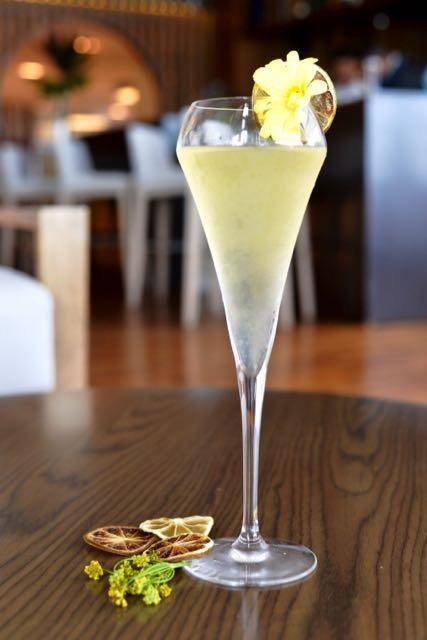 Sparkling Vodka en Oceanika Lounge, imagen para ilustrar nota de cócteles en Cartagena