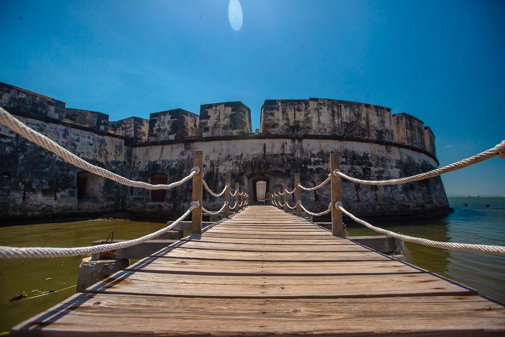 Entrada del Fuerte de San Fernando de Bocachica en Cartagena