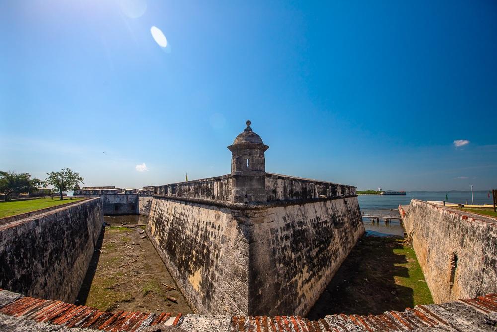 Exterior del Fuerte de San Fernando de Bocachicha en Cartagena garita