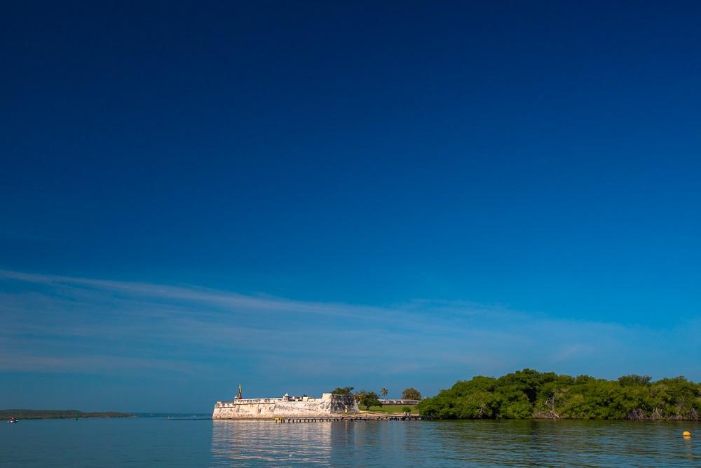 Fuerte de San Fernando de Bocachica en Cartagena vista desde la Bahía