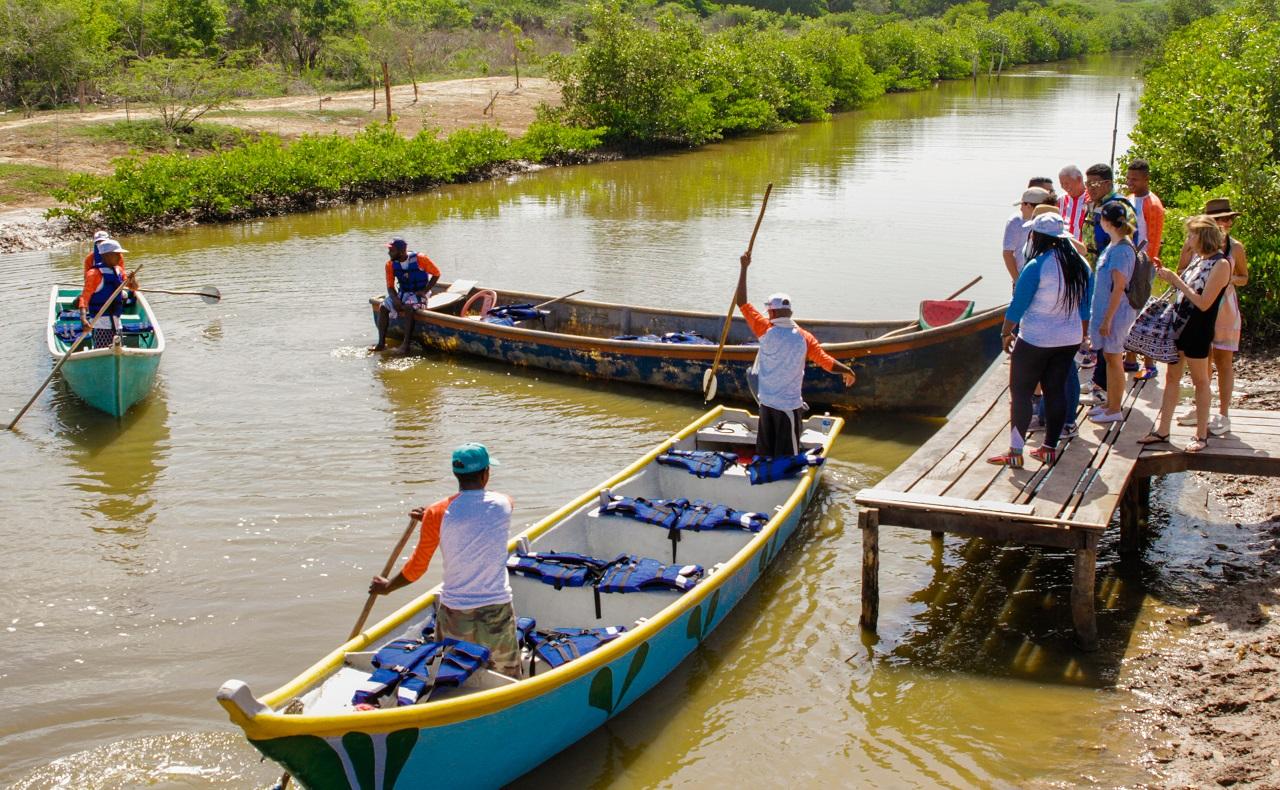 Muelle turístico de canoas en Ararca, Barú, Cartagena