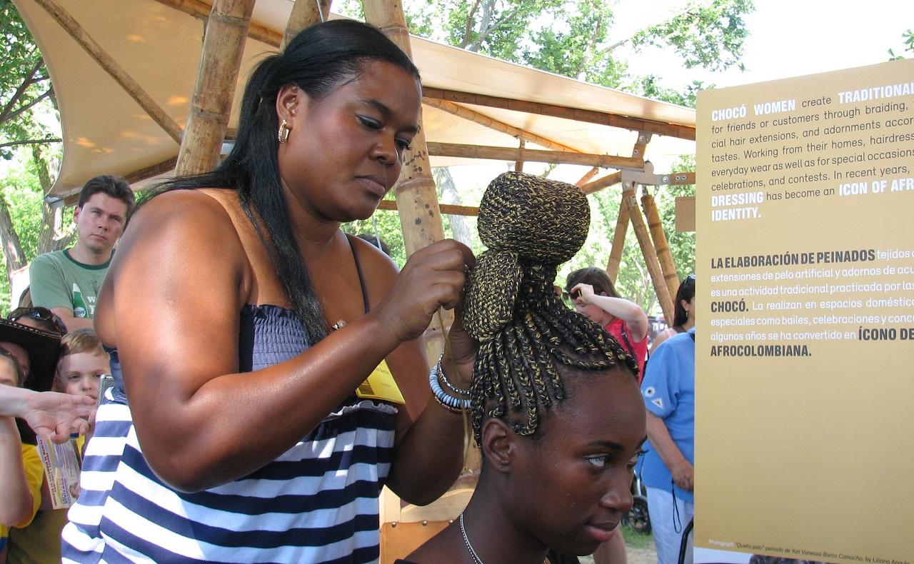 Exposición de peinados y trenzas africanas en Colombia