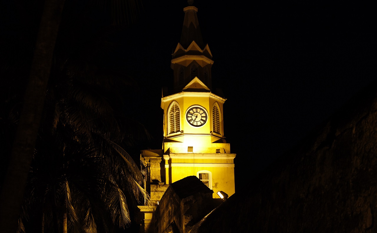 La Torre del Reloj en Cartagena de Indias, vista nocturna