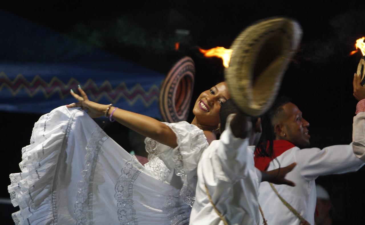 Muestra de danzas durante preludio de las Fiestas de Independencia en Cartagena