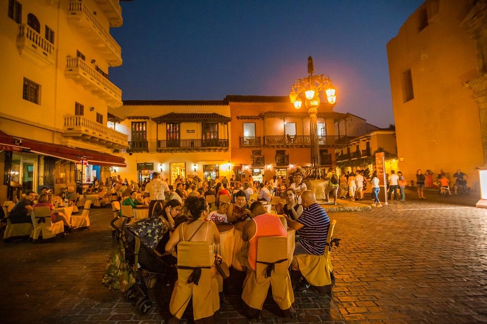Plaza de Santo Domingo en el Centro Histórico de Cartagena, imagen nocturna