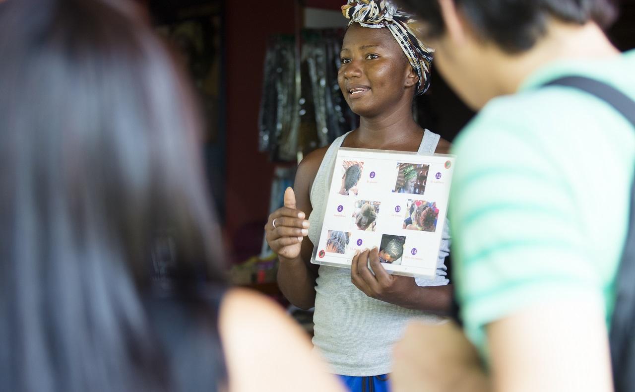 Salón para hacer trenzas afro en San Basilio de Palenque, Bolívar