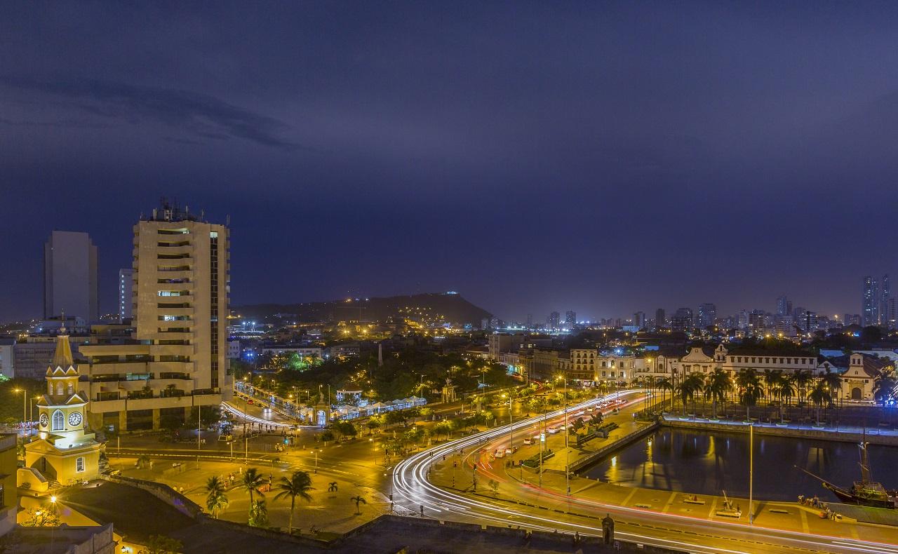 Vista aérea de la Bahía de las Ánimas y el Camellón de los mártires, imagen para ilustrar nota de vida nocturna en Cartagena