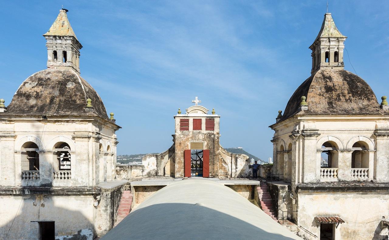 Vista de las cúpulas de la Iglesia de San Pedro Claver, imagen para ilustrar nota de hoteles en Cartagena