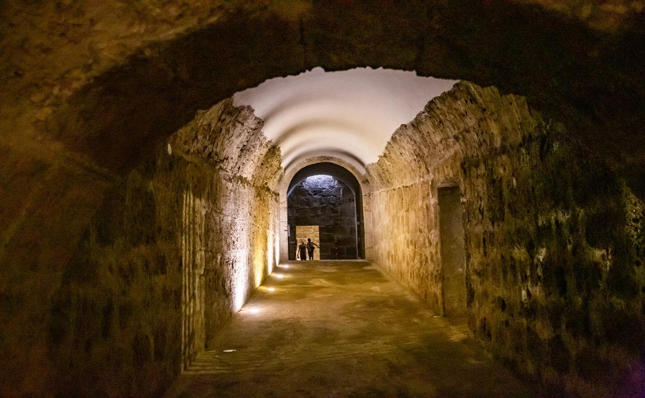 Aljibe del baluarte de Santa Catalina en las murallas de Cartagena de Indias, imagen para ilustrar recorrido por los baluartes de Cartagena