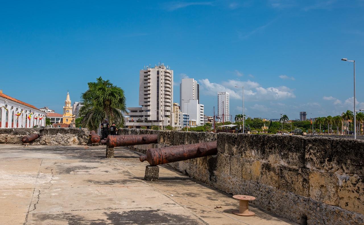 Baluarte de San Ignacio junto a la Alcaldía de Cartagena, imagen para ilustrar nota de baluartes de Cartagena