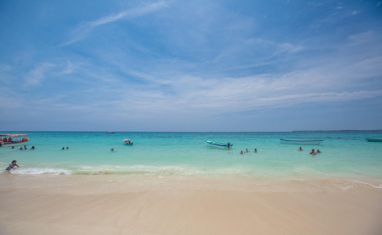 Playa Blanca, balneario de las Islas del Rosario en Cartagena de Indias