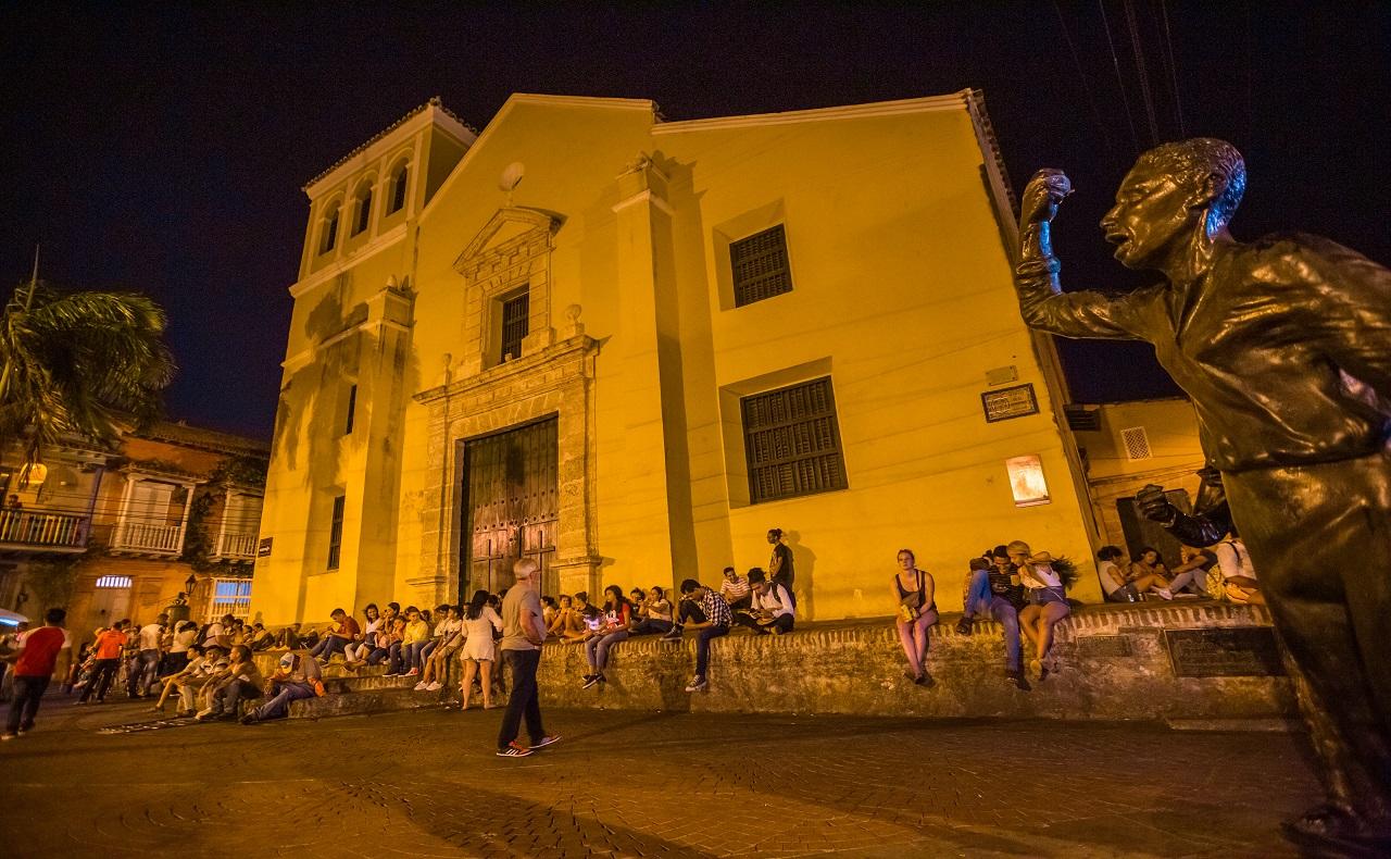 Plaza de la Trinidad en el barrio Getsemaní de Cartagena de Indias