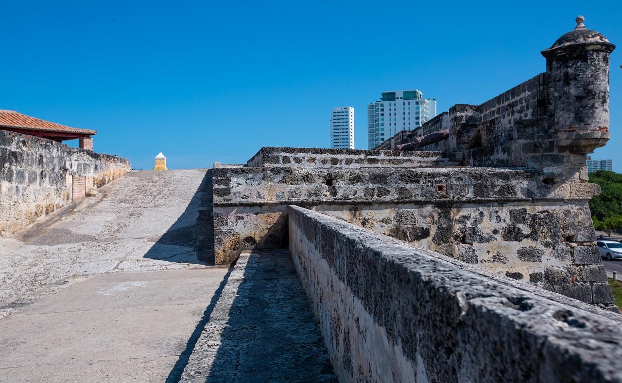 sector de las murallas de Cartagena en medio del periodo de aislamiento selectivo y restricciones en Cartagena