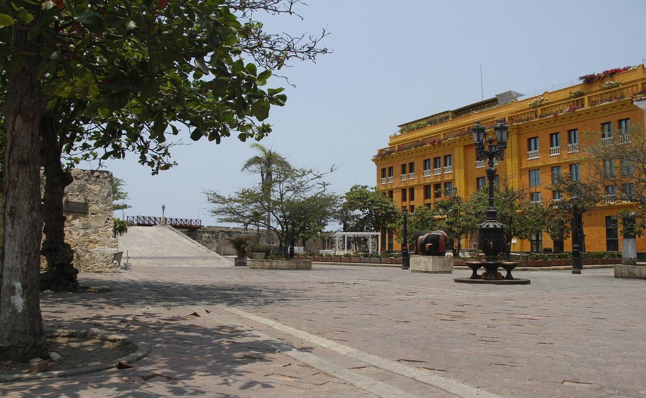 Ciudad amurallada de Cartagena durante la cuarentena.jpg