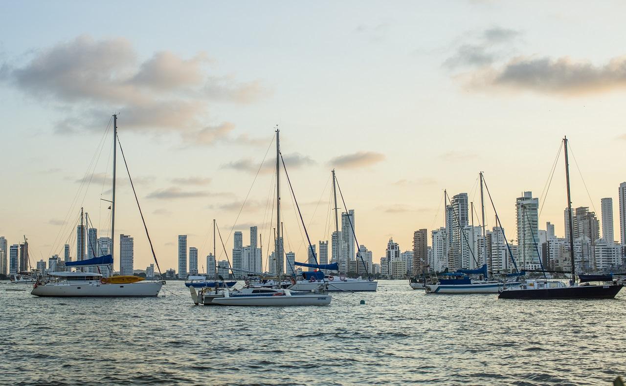 Veleros anclados en Bahía de Cartagena. Imagen para ilustrar nota sobre turismo.jpg