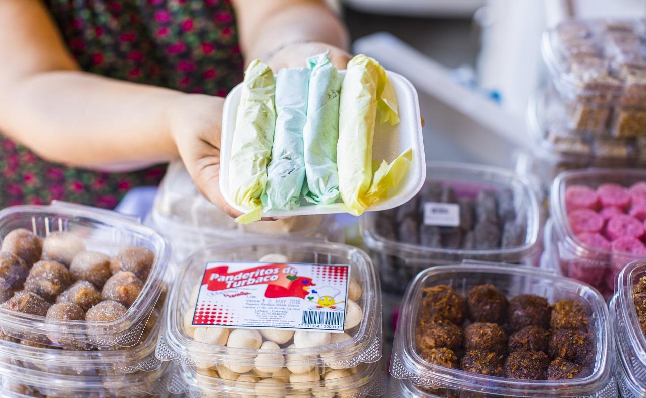 Bandejas con dulces típicos del Portal de los Dulces en Cartagena.jpg