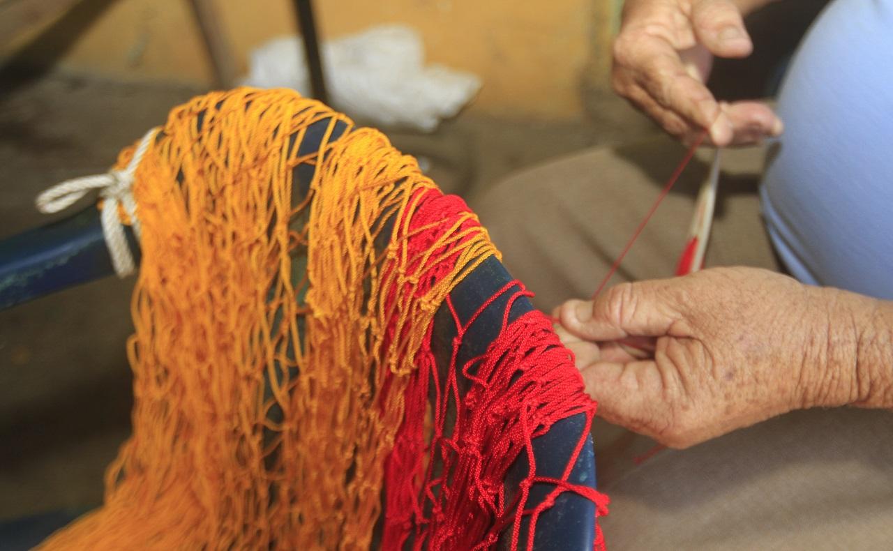 Manos tejen hamaca, imagen para ilustrar nota de artesanías de Cartagena.jpg