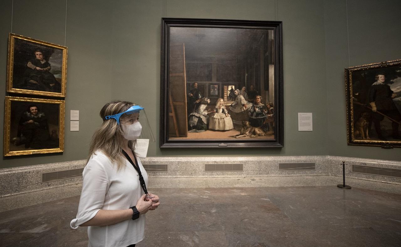nueva realidad para los museos de Europa para controlar contagio de covid al abrir sus puertas nuevamente. (AP Photo/Manu Fernandez)