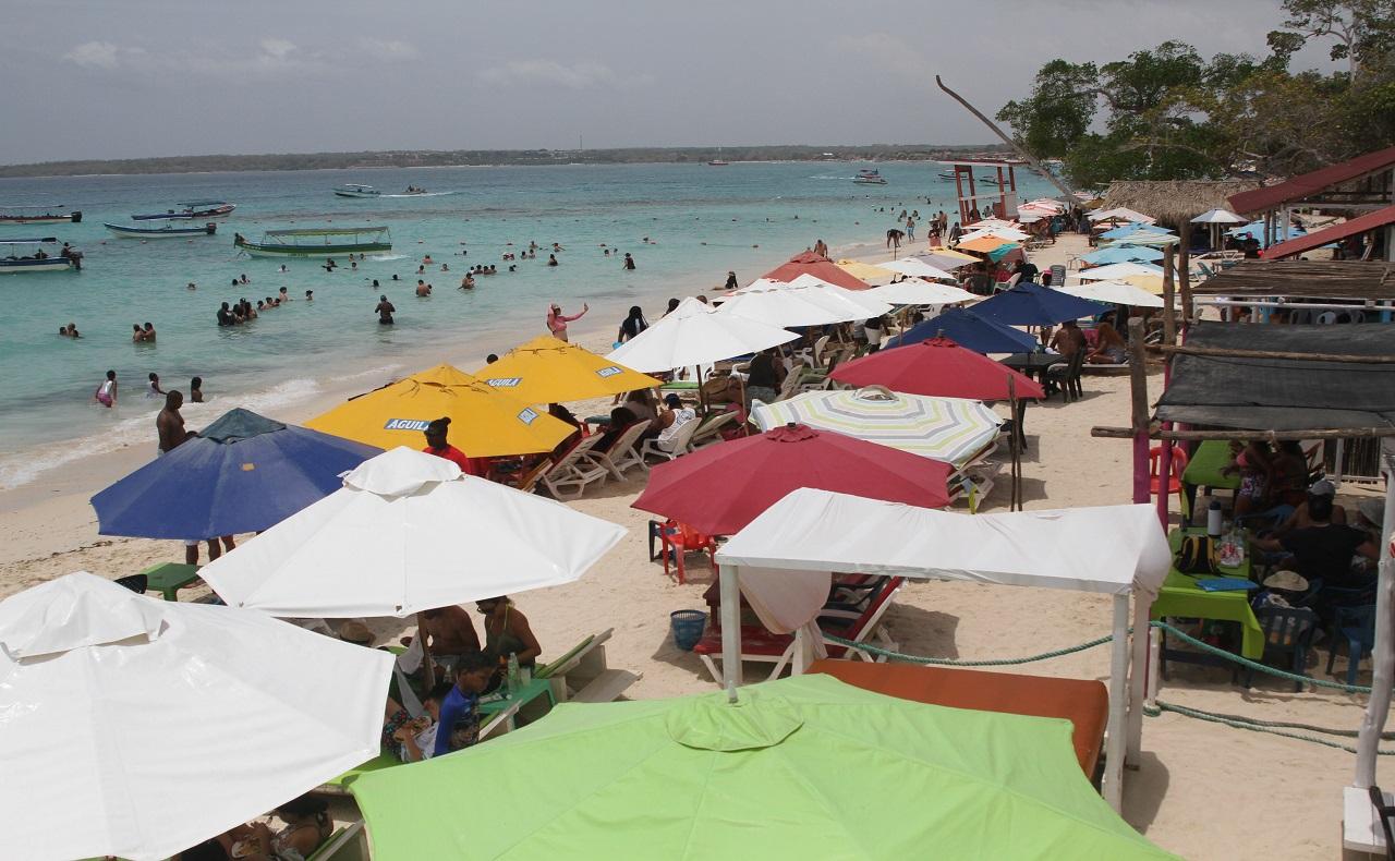Playa Blanca, Cartagena, durante la pandemia por Covid-19. Imagen para ilustrar nota sobre toque de queda en Cartagena